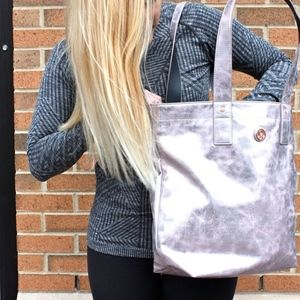 Lululemon Mantra tote Metallic Silver Gym bag